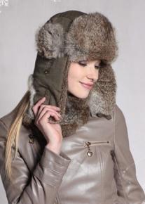 Эффектная шапка ушанка из кроличьего меха