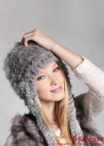 Эффектная шапочка с косичками