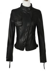 Куртка с бортом на искось и объемным карманом