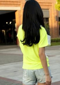 Эффектная и яркая футболка