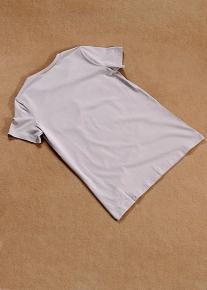 Гламурная и оригинальная футболка с аппликациями