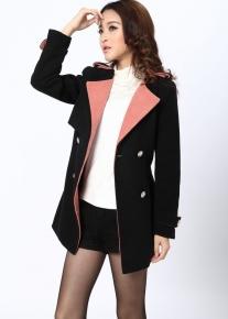 Двубортное пальто с розовым воротником