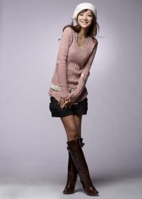 Стильный пуловер с неровными краями и шнуровкой сзади