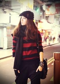 Пуловер в красно - черную полоску