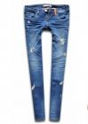Синие джинсы с элементами износа